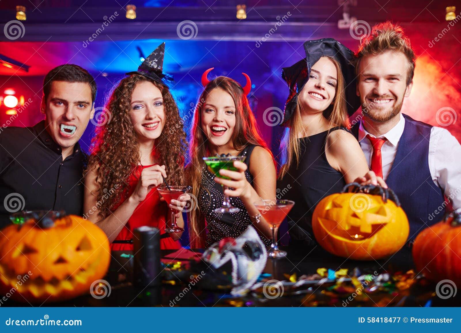 Фото из ночных клубов с хэллоуина работа в стрип клубе краснодар