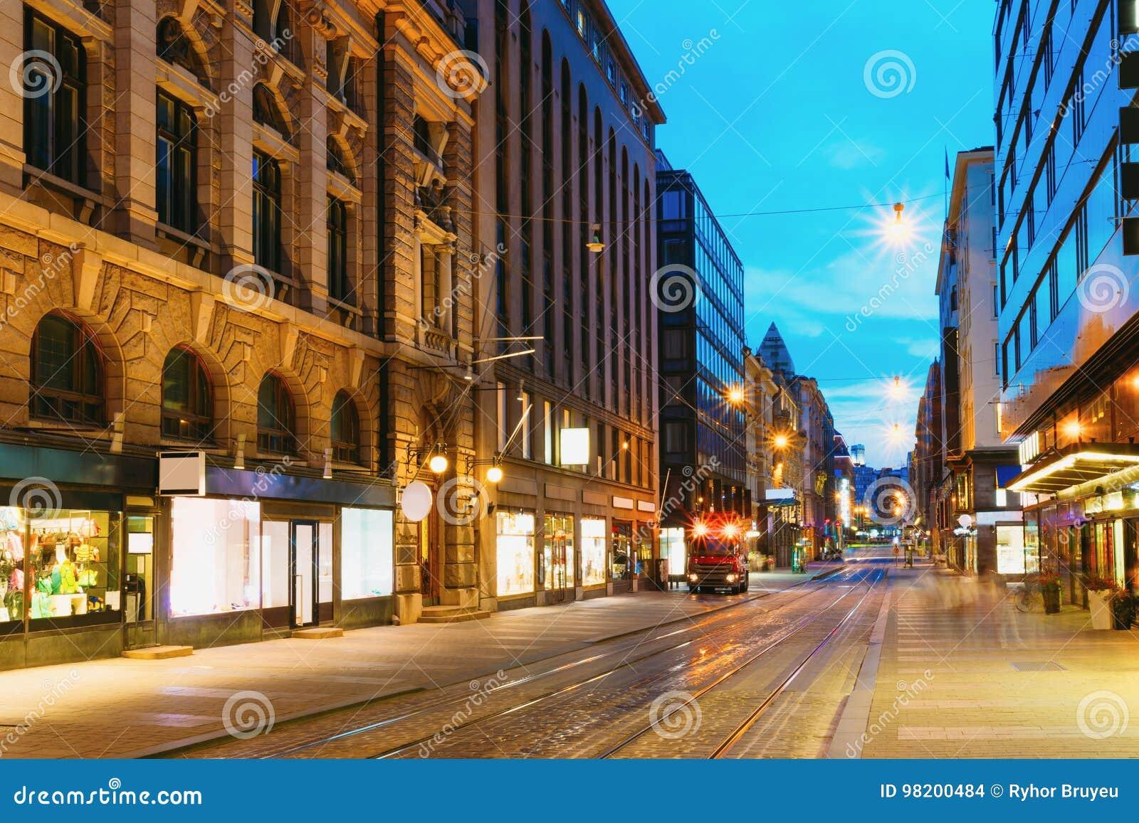 Download Хельсинки, Финляндия Взгляд ночи улицы Aleksanterinkatu в районе Kluuvi в вечере Редакционное Стоковое Изображение - изображение насчитывающей прописно, улица: 98200484