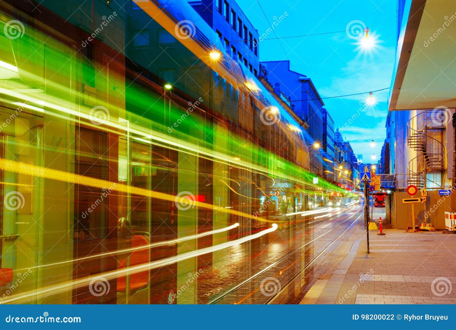 Download Хельсинки, Финляндия Трамвай уходит от стопа на улице Aleksanter Стоковое Фото - изображение насчитывающей центр, свет: 98200022