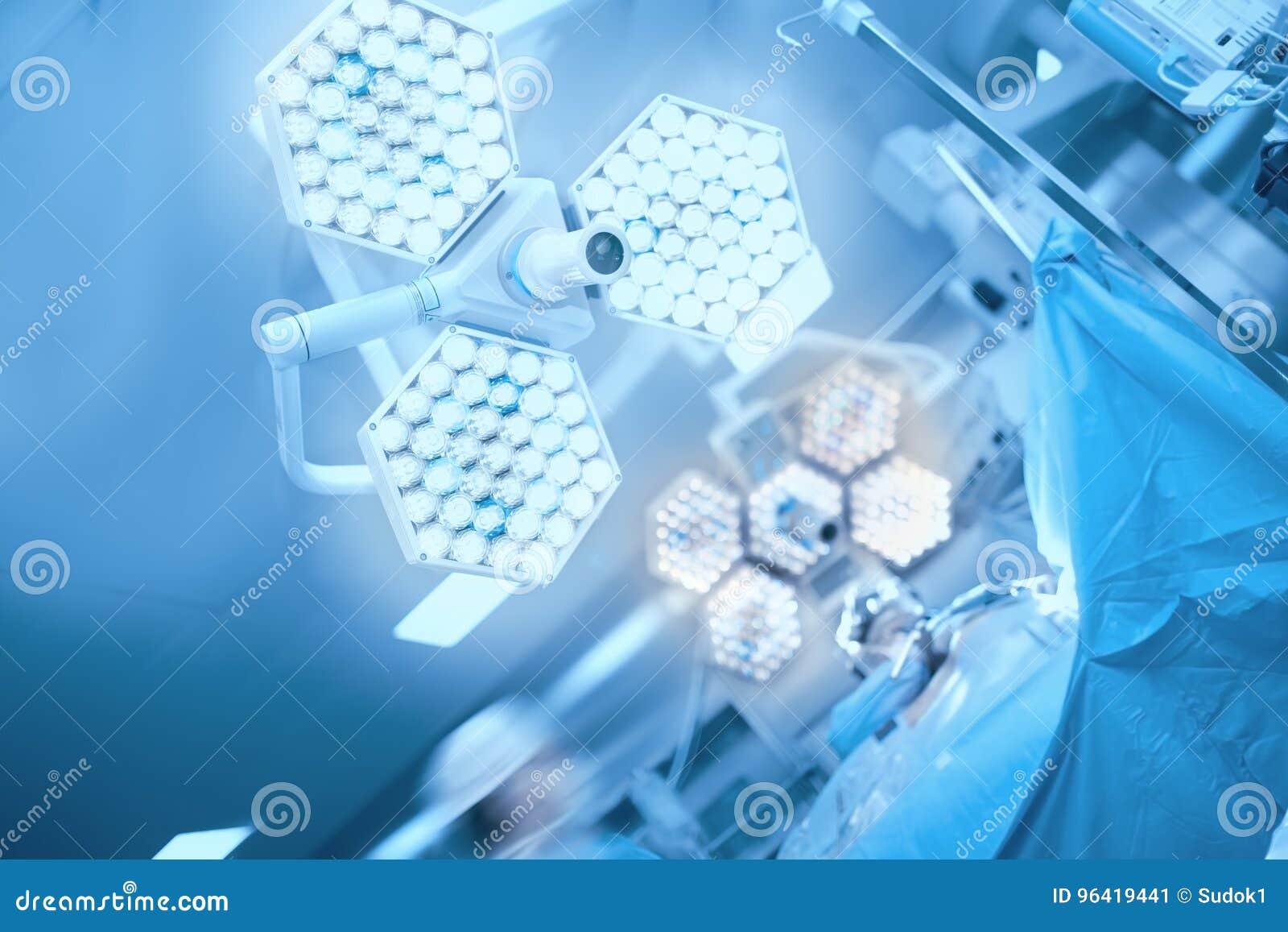 Хирургический свет в операционной