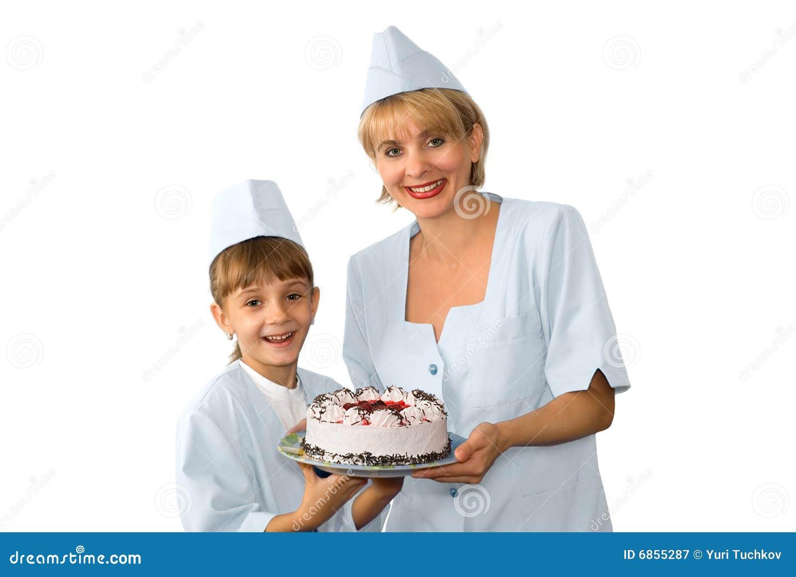 Хлебопек и девушка с замороженным тортом