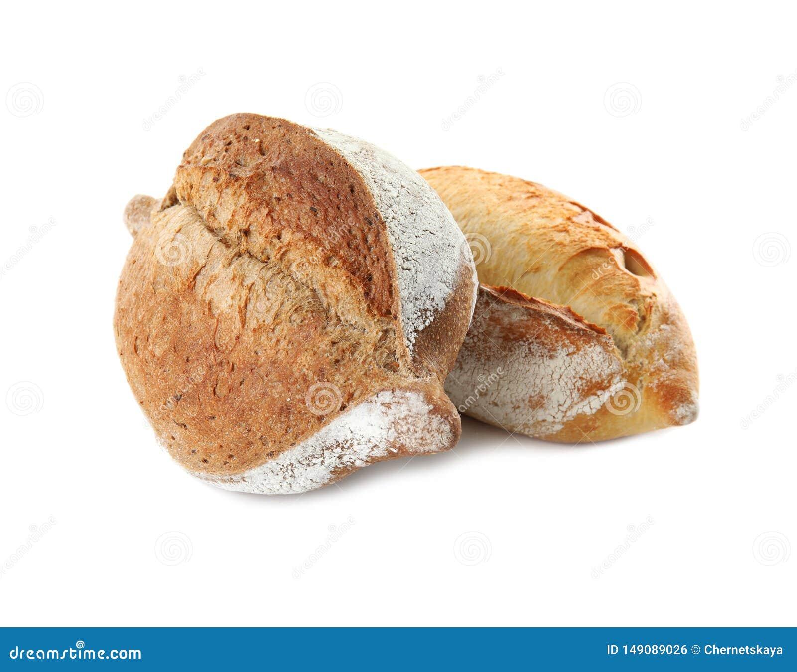 Хлебцы свежего хлеба на белизне