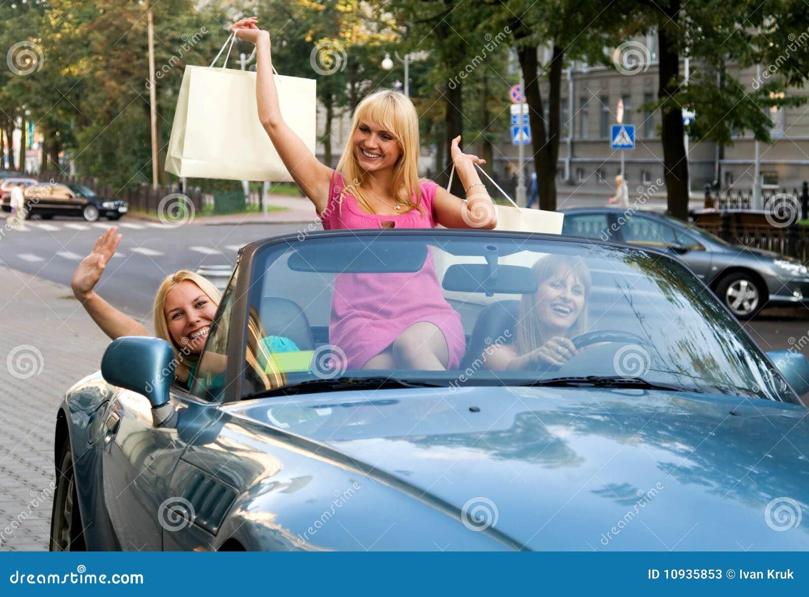 ходить по магазинам девушок автомобиля
