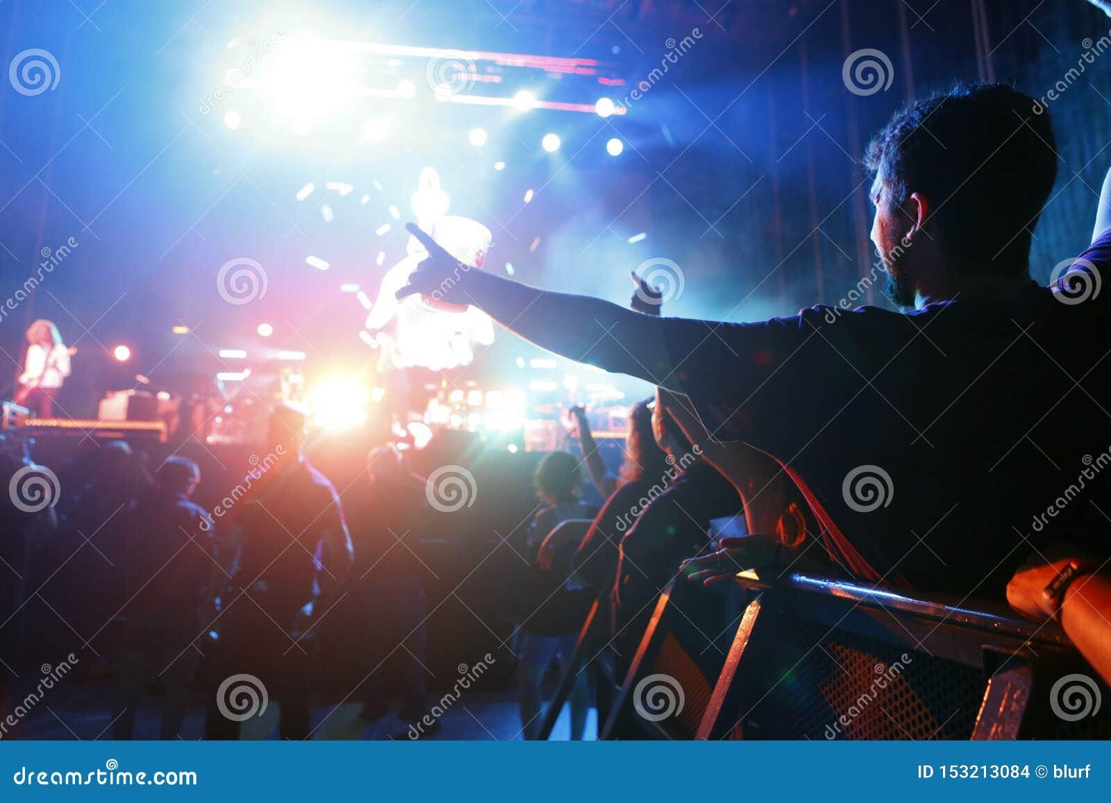 Ходоки фестиваля во время mallorca живут концерт фестиваля