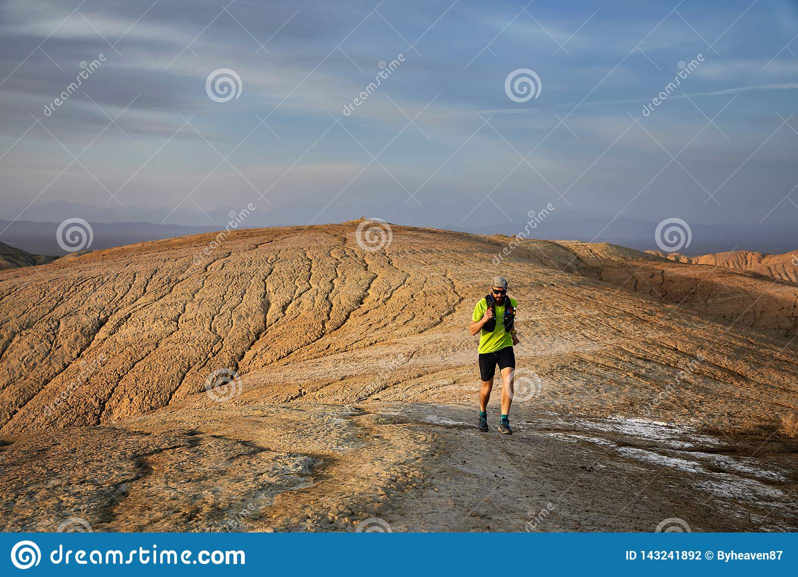 Ход следа в пустыне