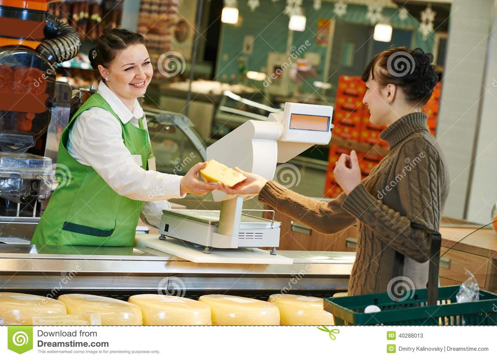 Ходить по магазинам в супермаркете