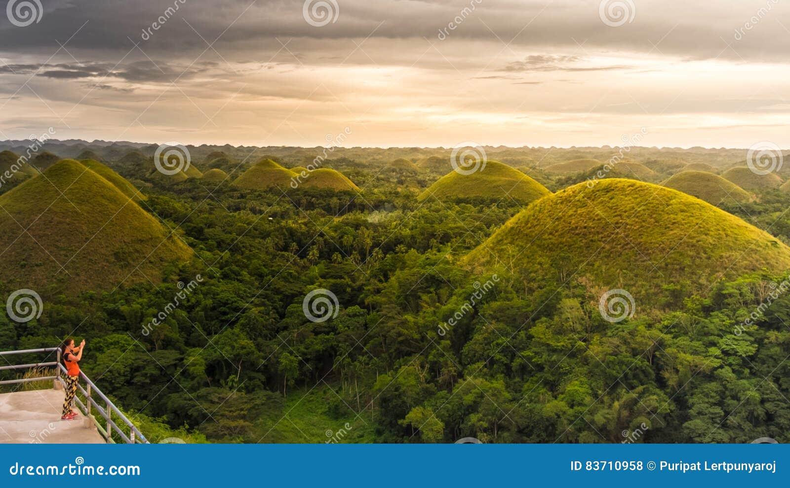 Холм шоколада в острове Bohol, филиппинском