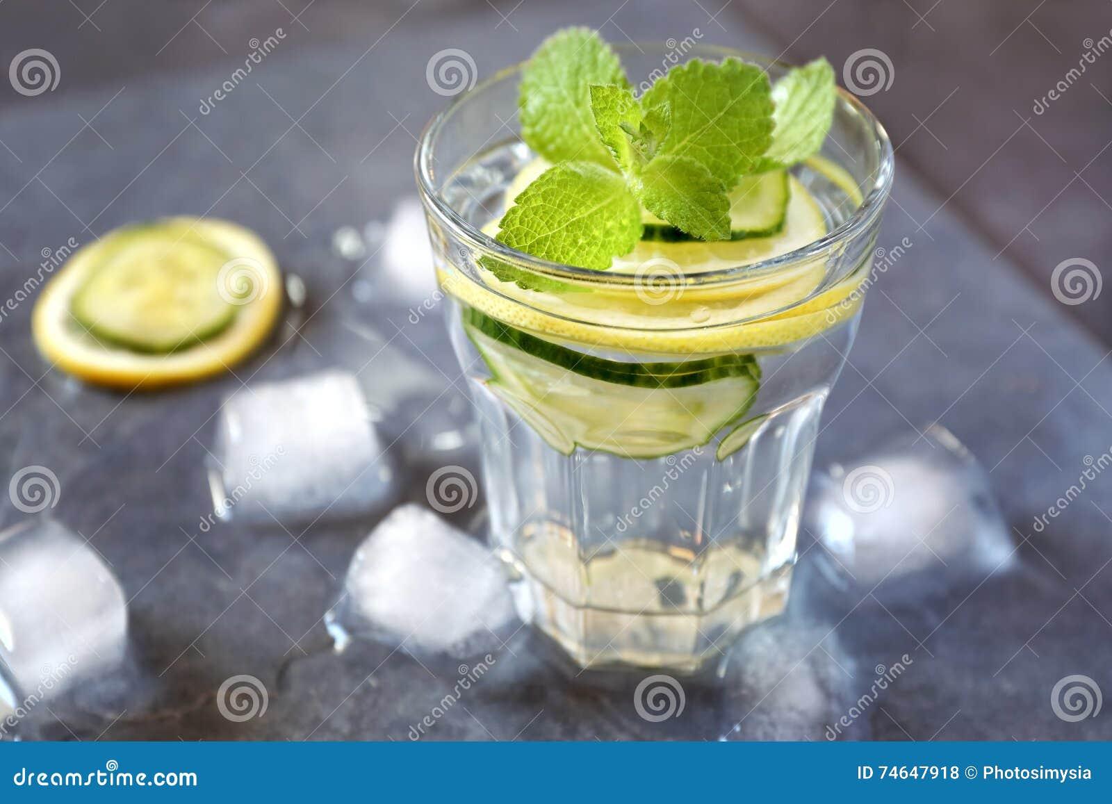 Мята лимон огурец напиток