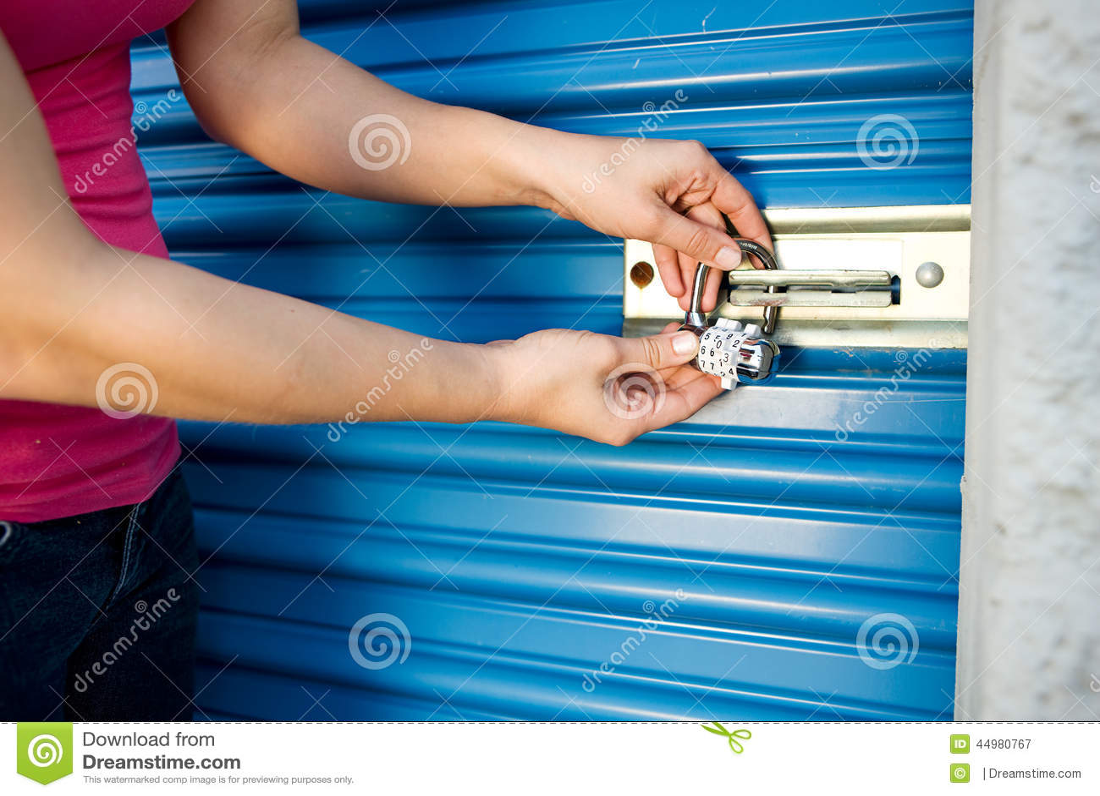 Хранение: Добавьте замок к двери блока
