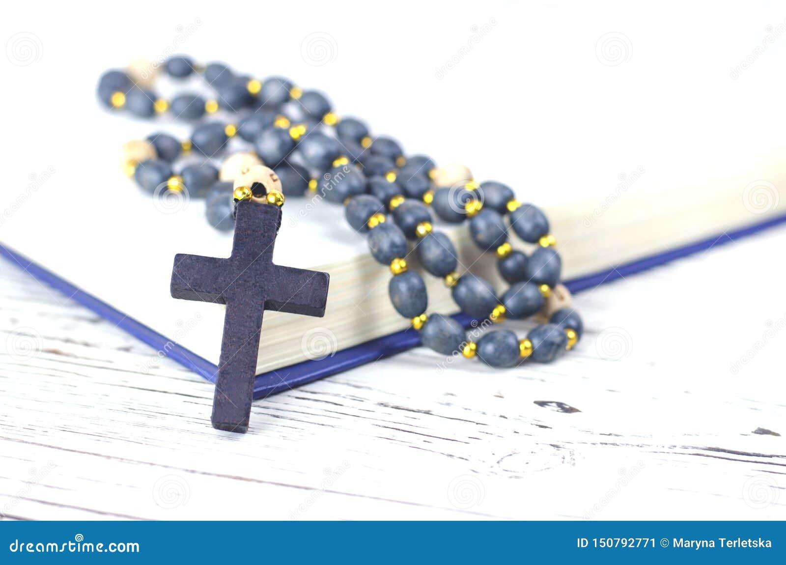 Христианские атрибуты вероисповедания на белой предпосылке
