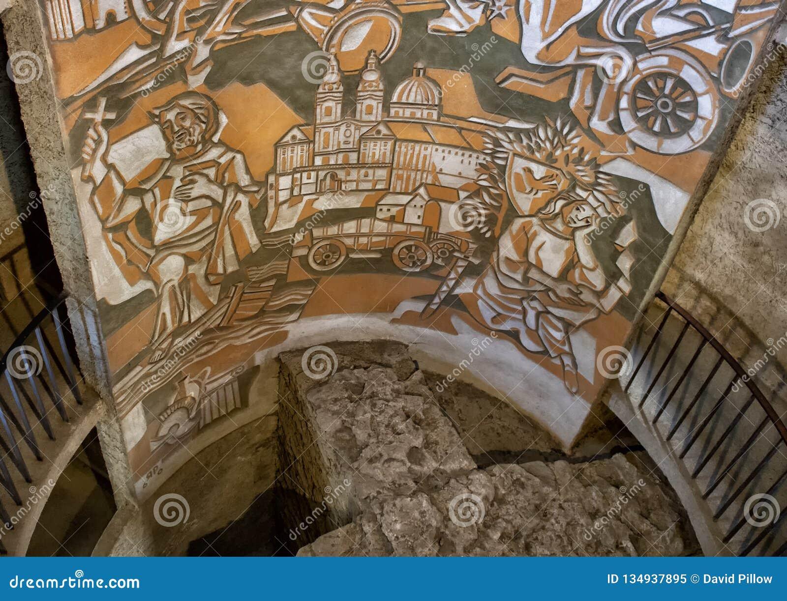 Художественное произведение внутри угла круглой башни юго-восточного, церковь-крепость St Michael