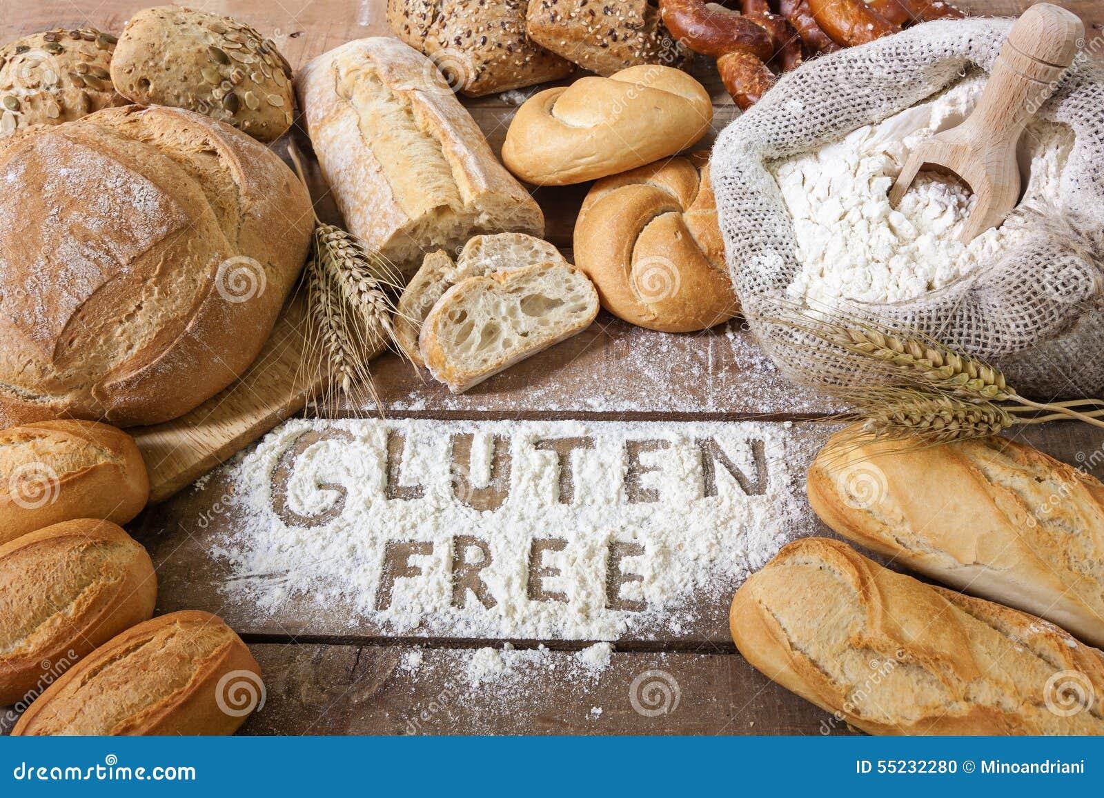 Хлебы клейковины свободные на деревянной предпосылке