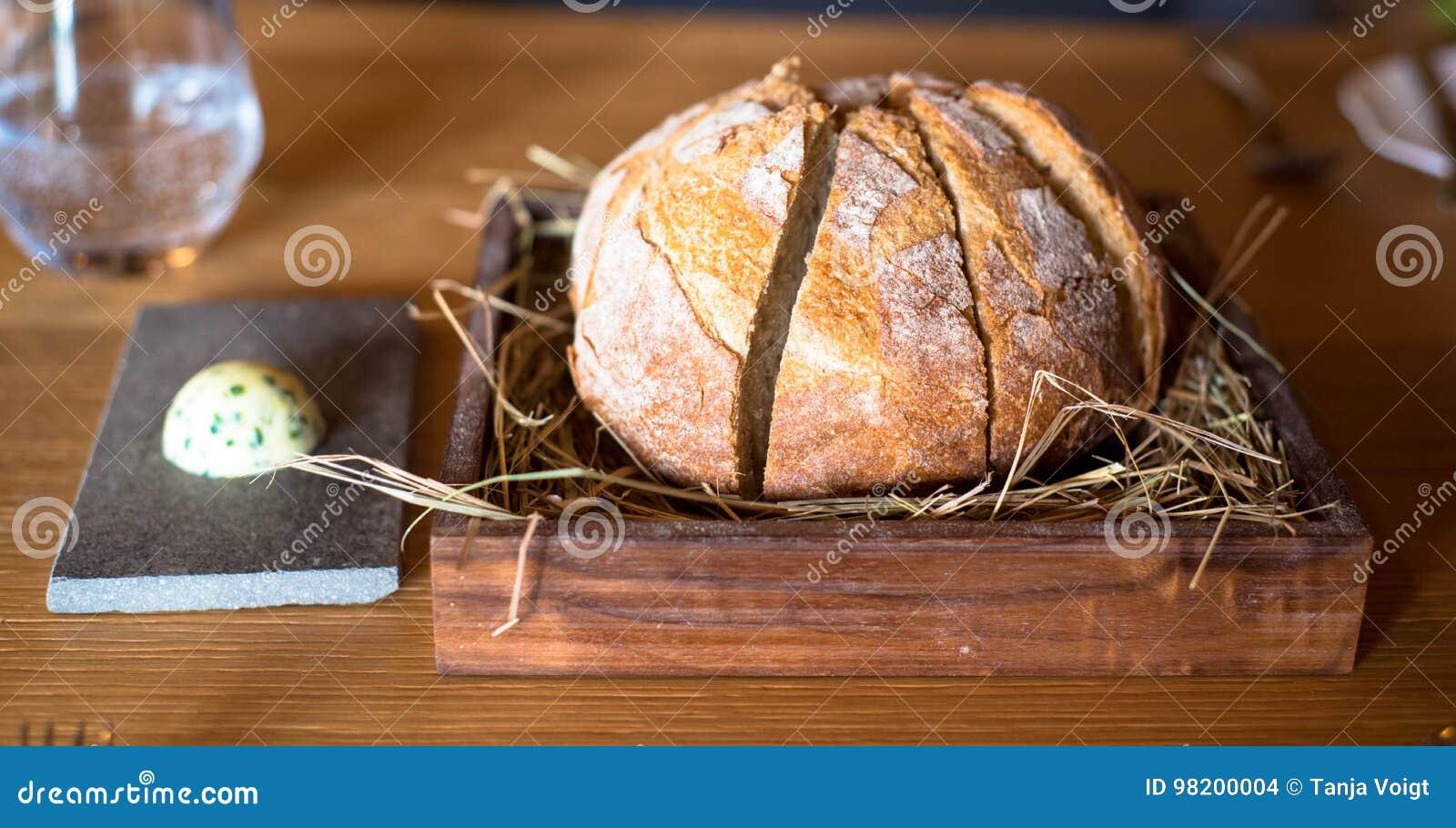 Download хлеб свежий стоковое фото. изображение насчитывающей природа - 98200004
