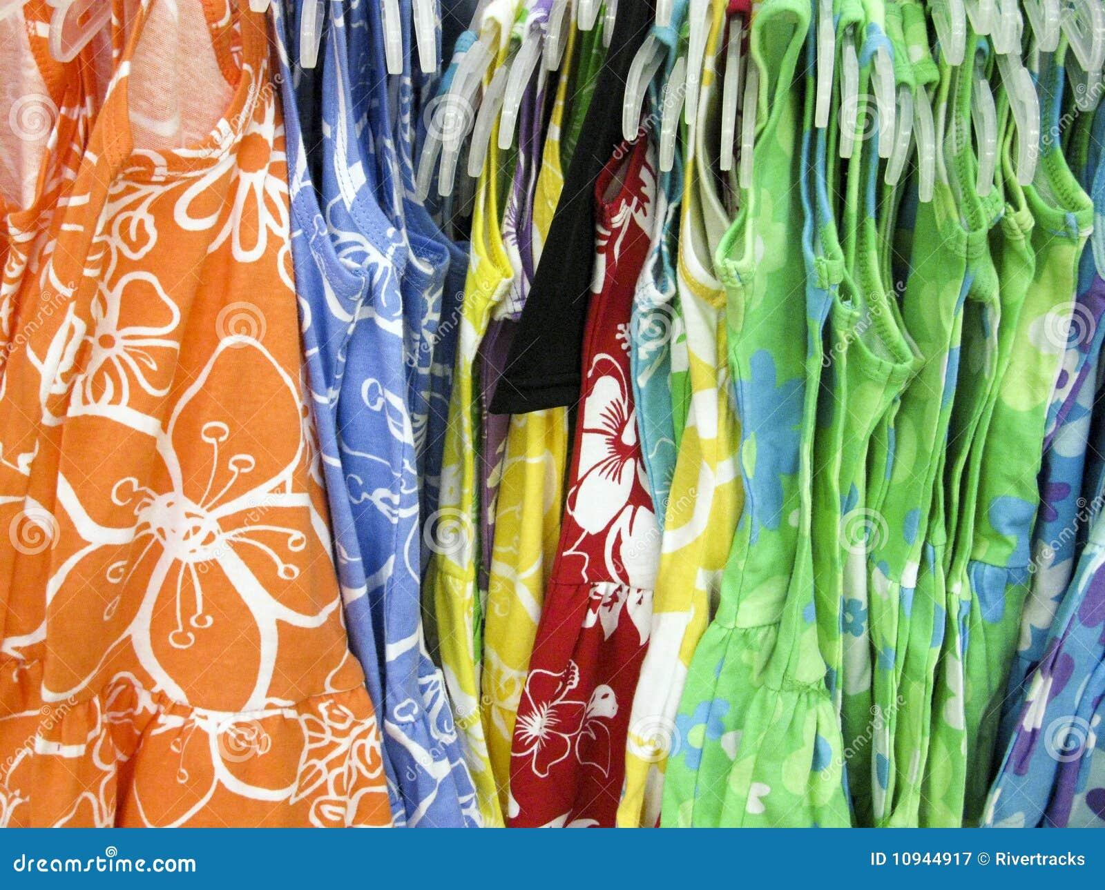 цветастая показанная весна платьев