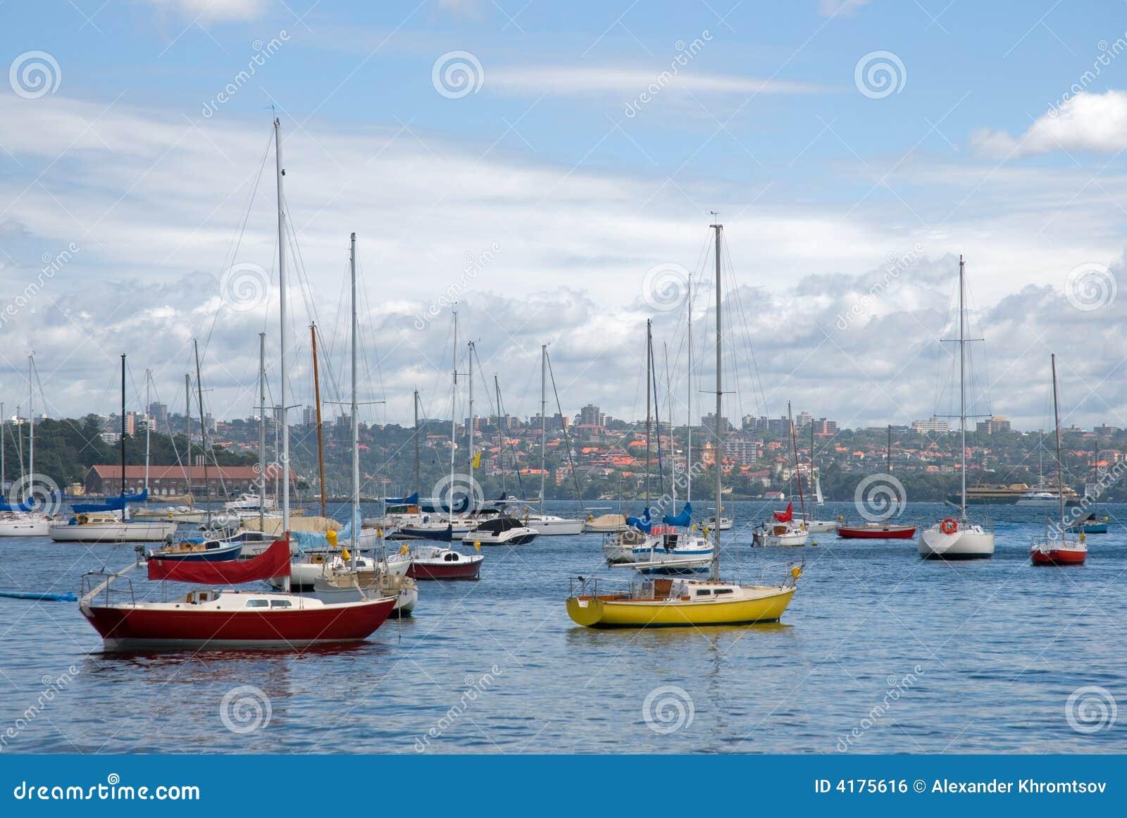 цветастые яхты