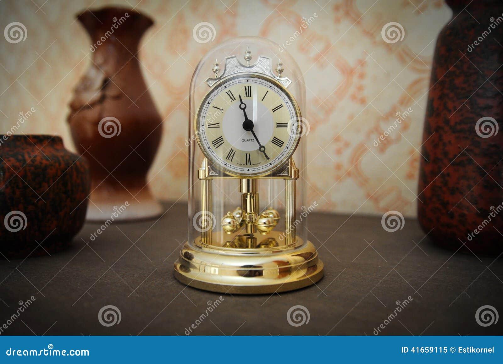 цвета Золото часы полки