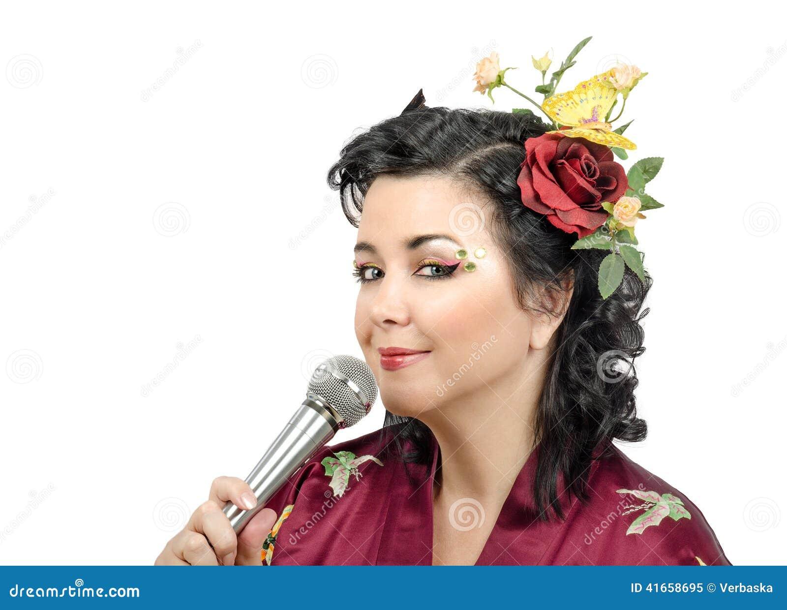 Цветет с волосами караоке петь женщины кимоно