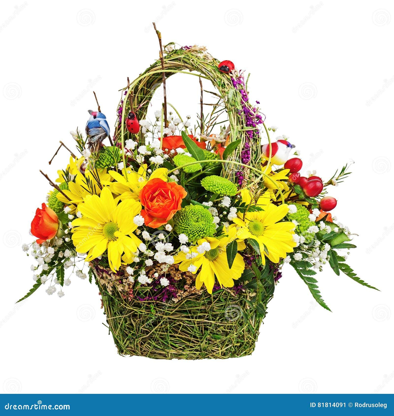 Цветет centerpiece расположения букета в плетеной корзине