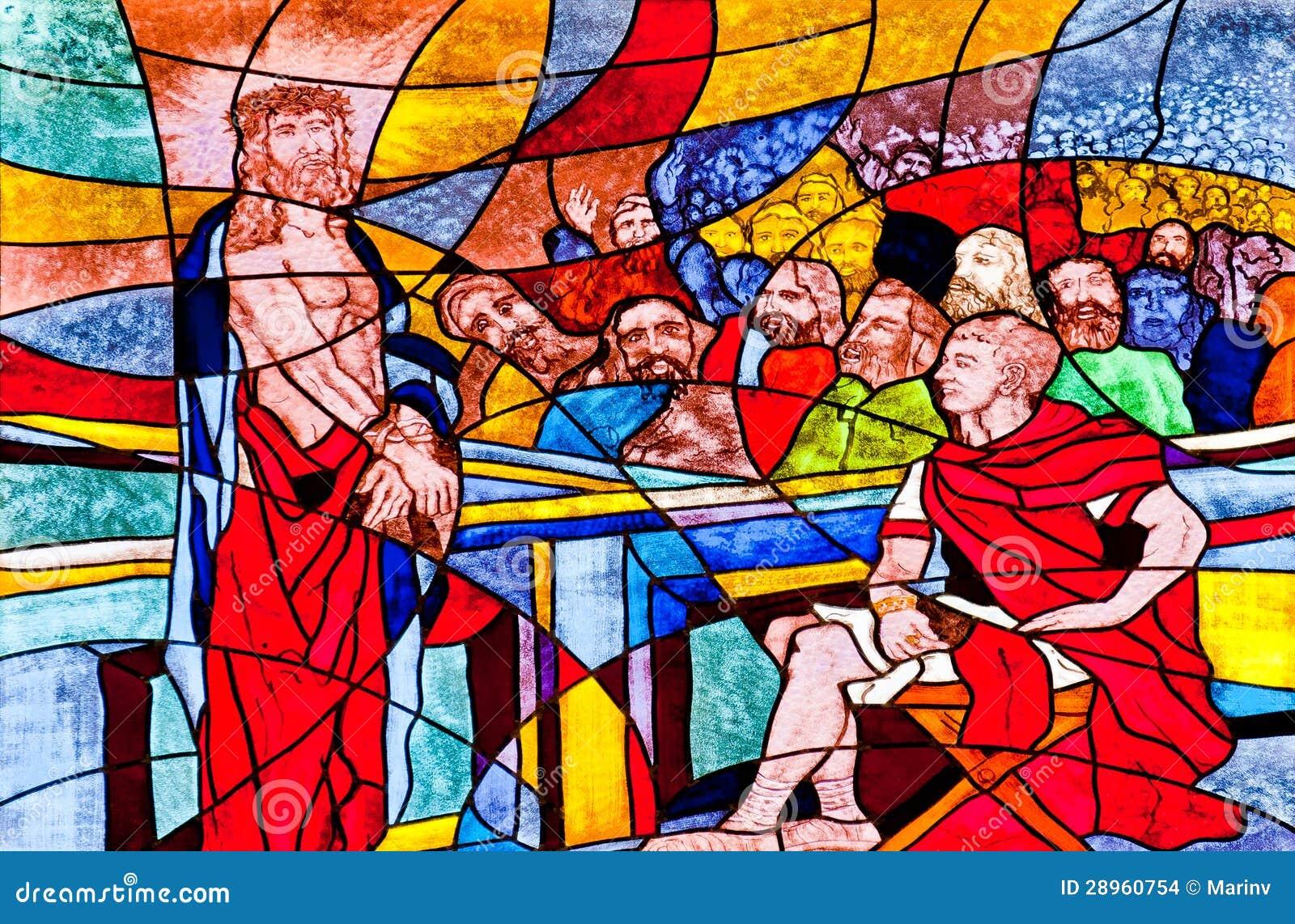 Цветное стекло показывая Иисус засуженное к смерти