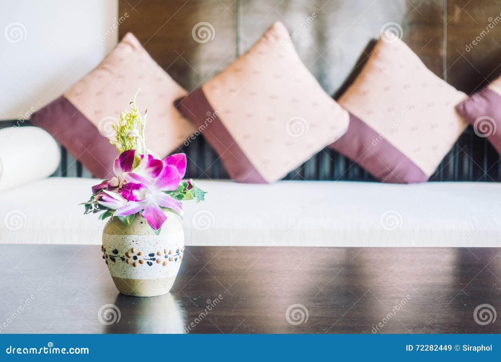 Download Цветок вазы стоковое изображение. изображение насчитывающей самомоднейше - 72282449