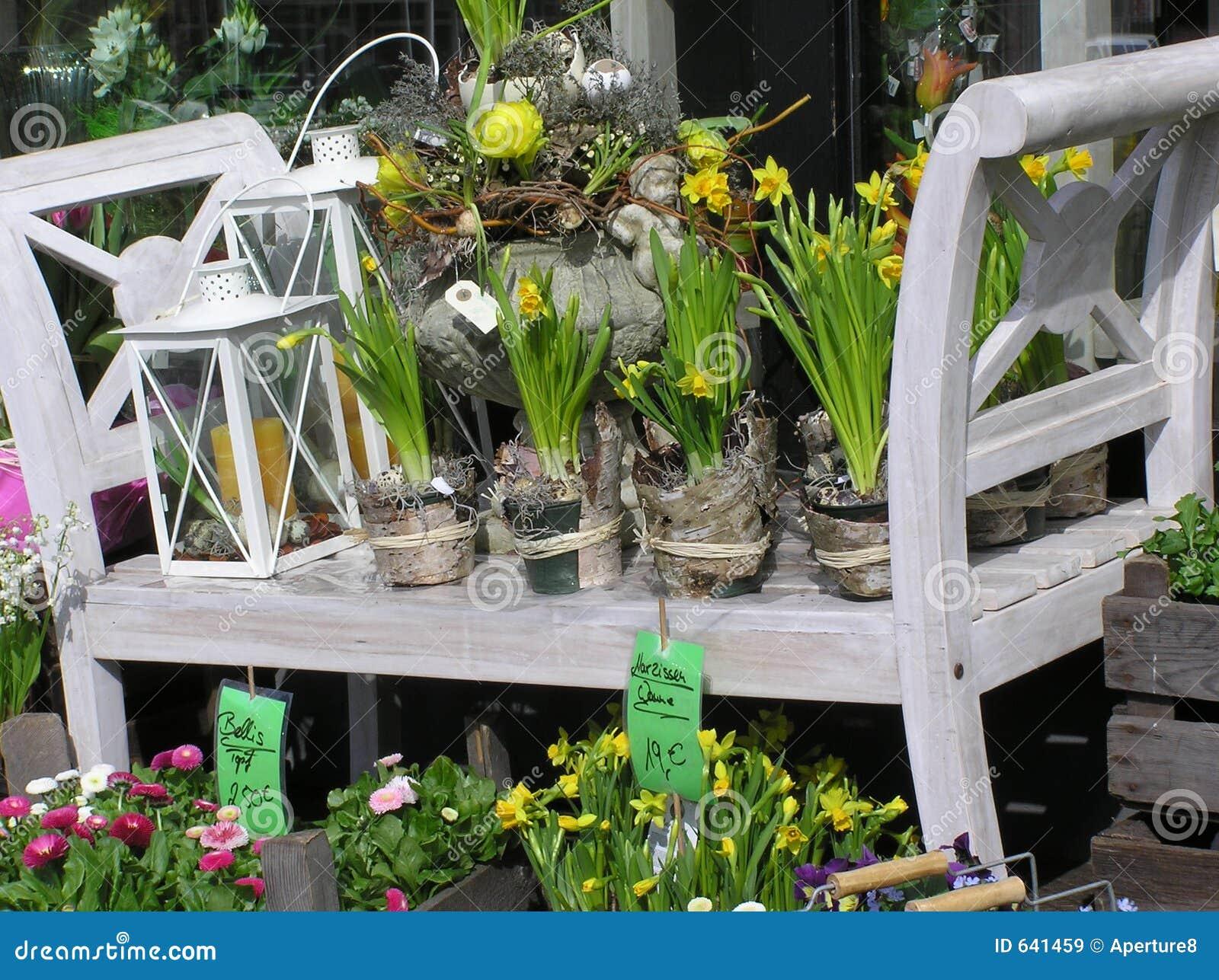 Download цветок расположения стоковое изображение. изображение насчитывающей пасха - 641459