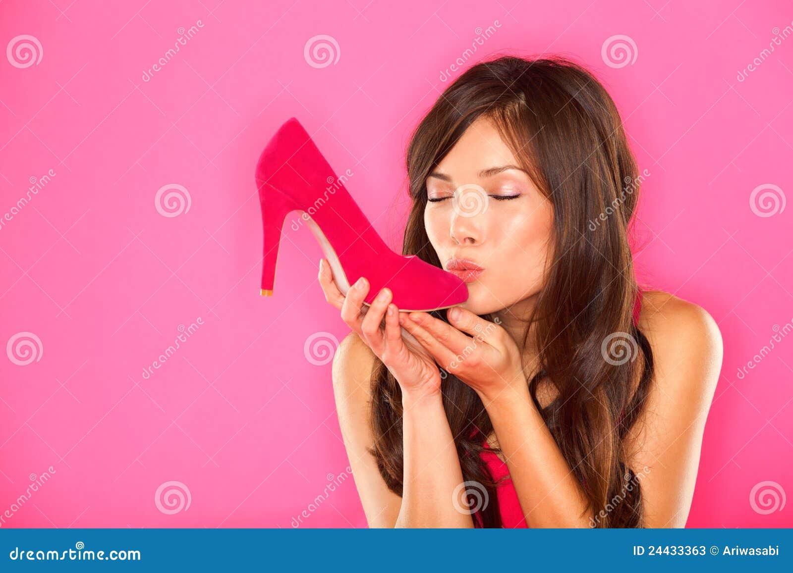 Целуют пятки девушкам 2 фотография
