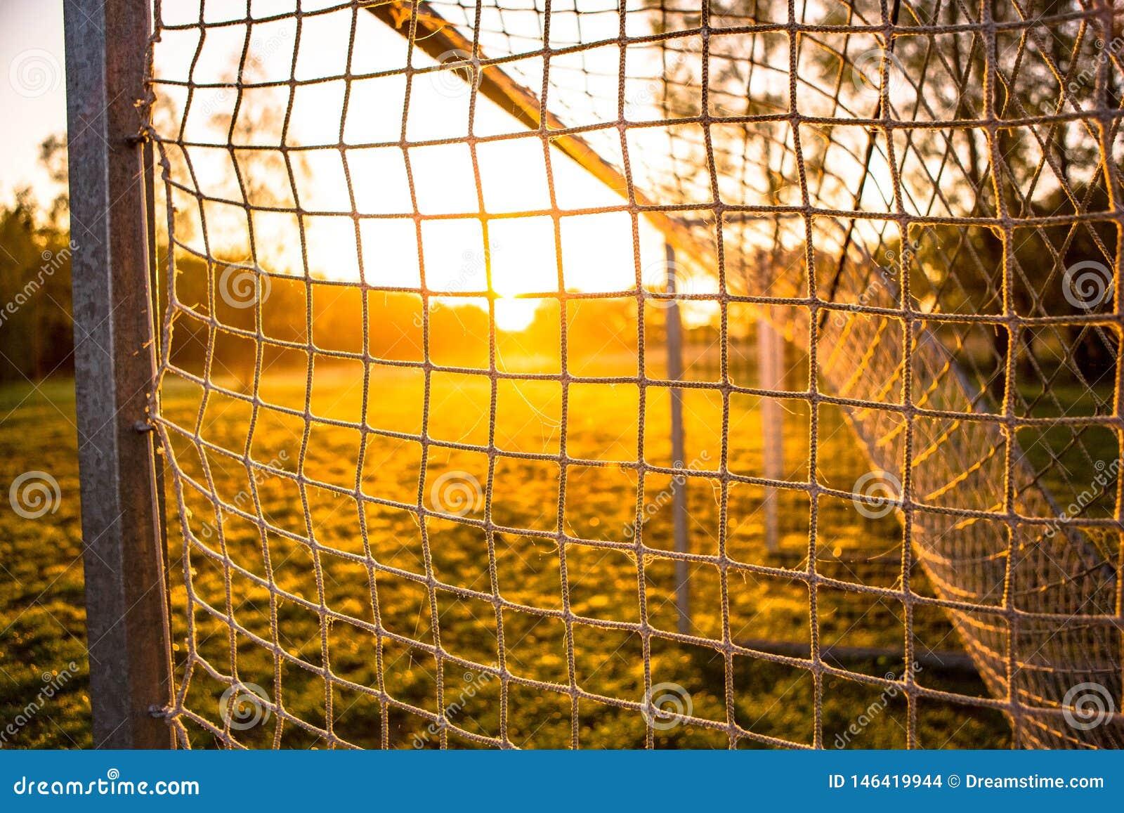 Цель футбола в восходе солнца 14