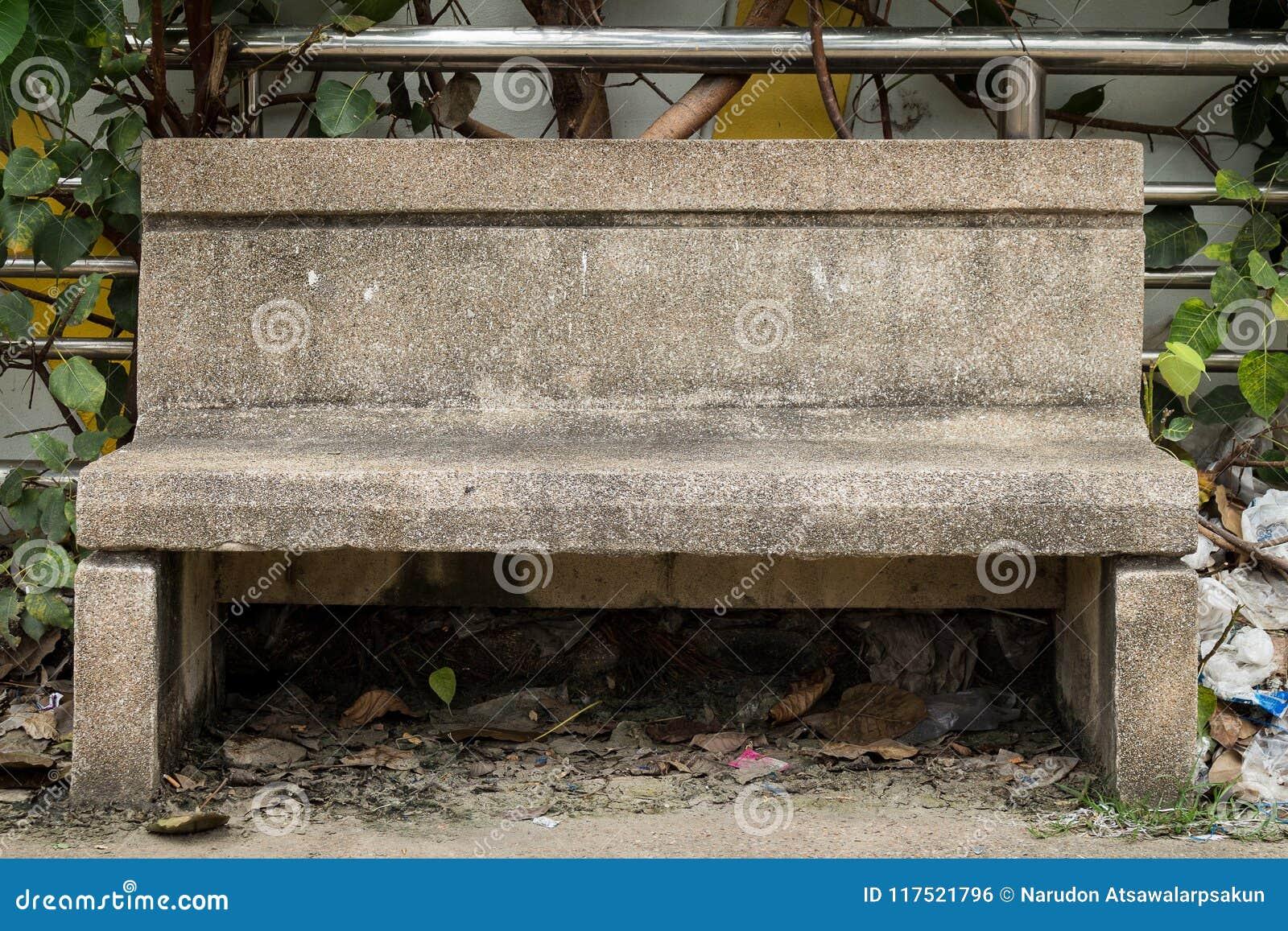 цемент стула с сором отброс Лист стул пакостный пусто