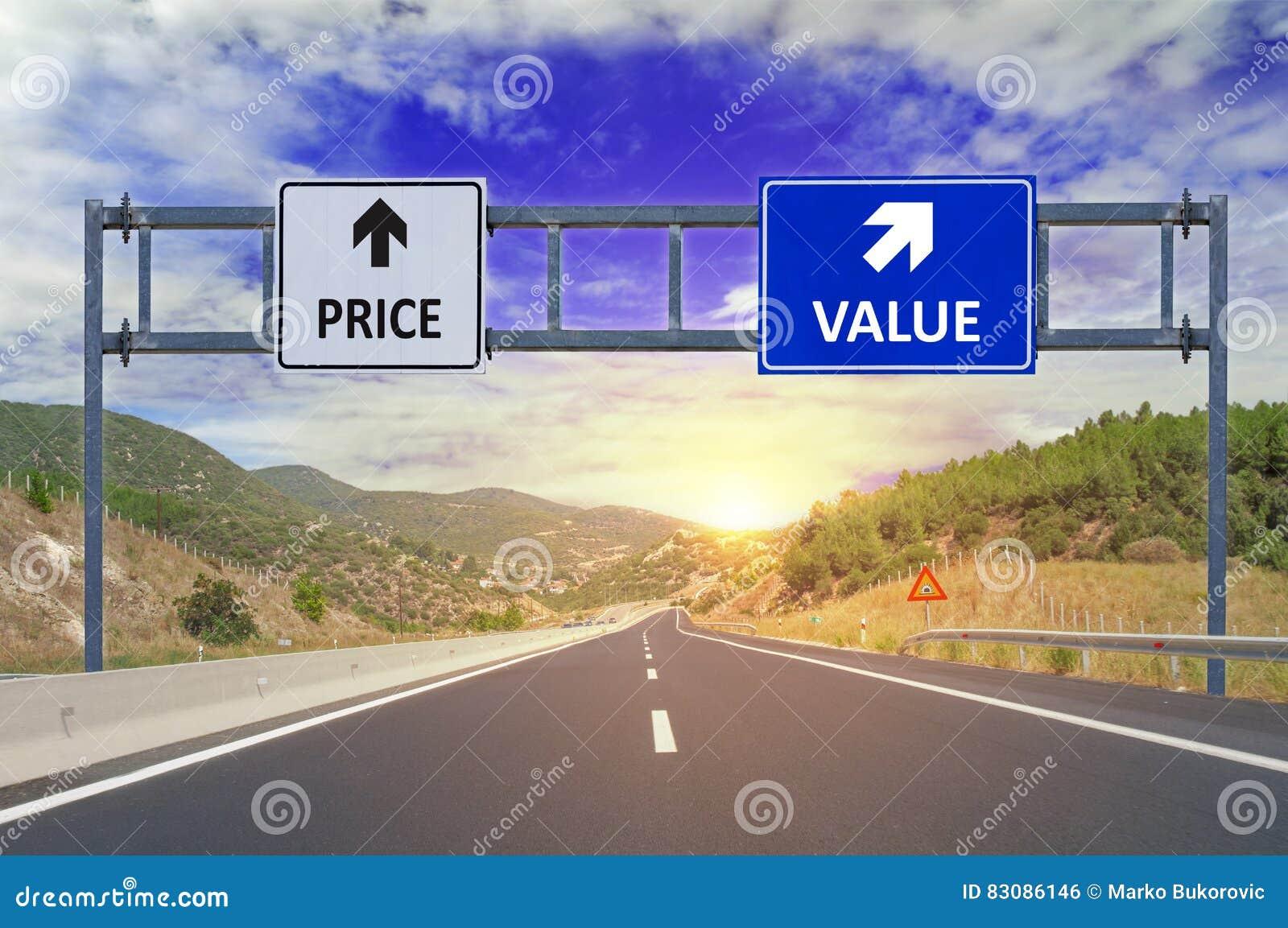 Цена и значение 2 вариантов на дорожных знаках на шоссе