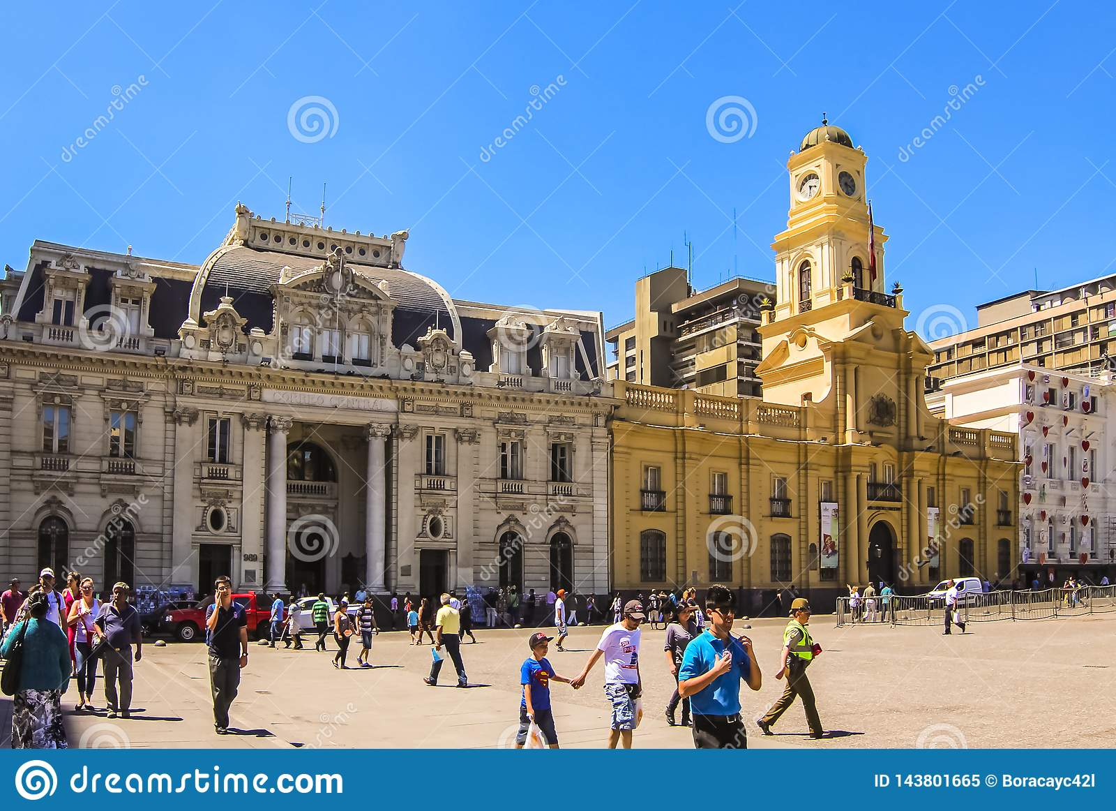Центральное здание почтового отделения и королевский дворец суда на Площади de Armas