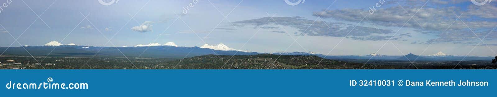 Центральные каскады Орегона от пилотного Butte