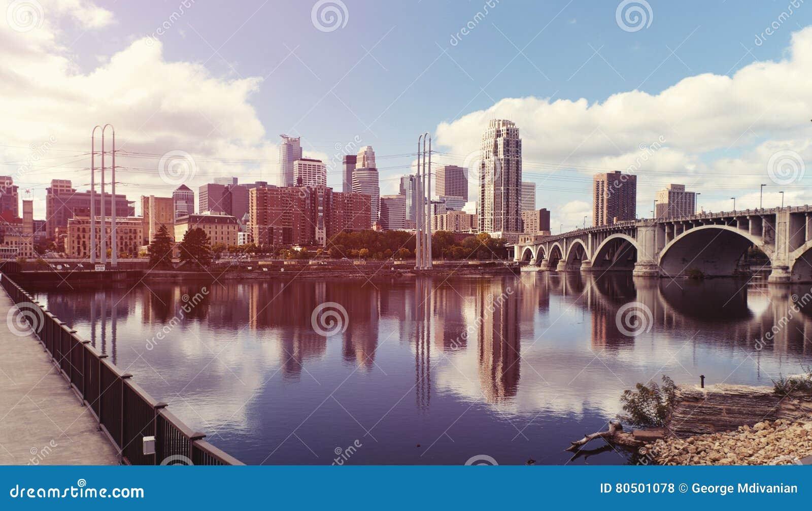 Центр города Миннеаполиса Минесота