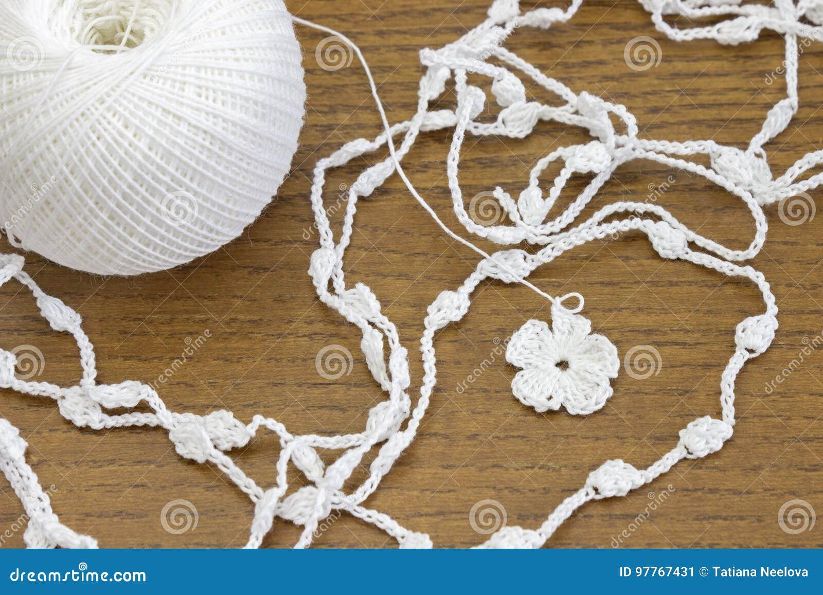 Цепь Handmade вязания крючком белая и цветок Yarn шарик для ...