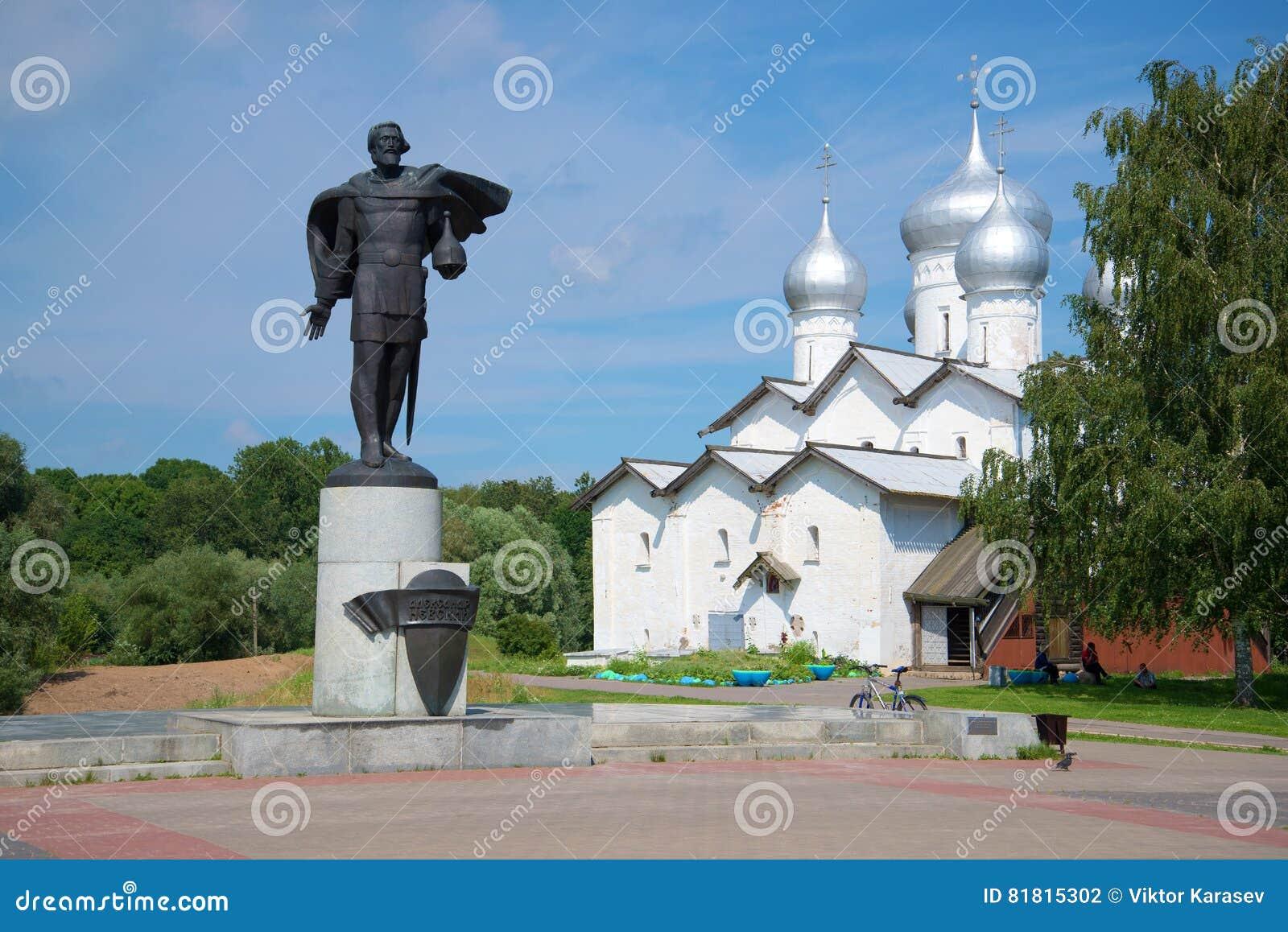 Церковь Александра Nevsky и Borisoglebsk в после полудня в июле Velikiy Новгород