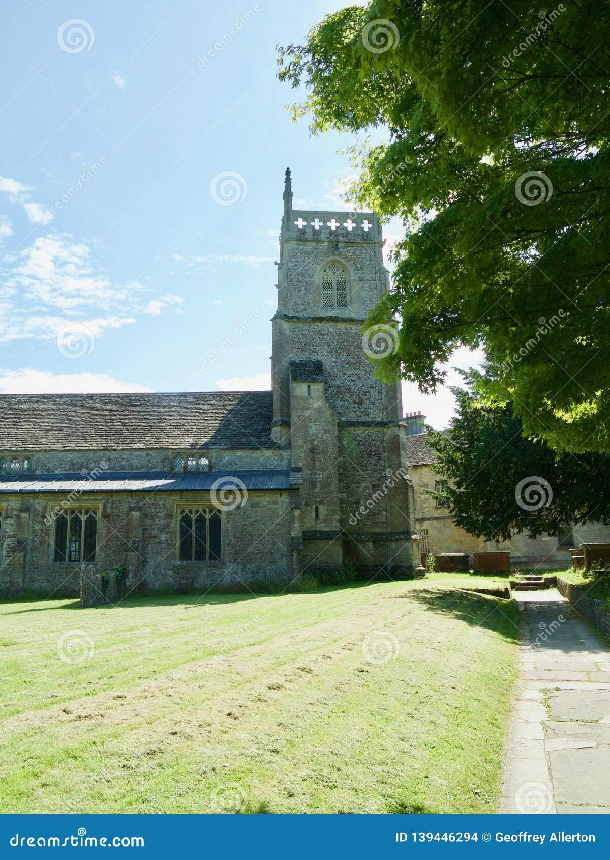 Церковь и лужайка