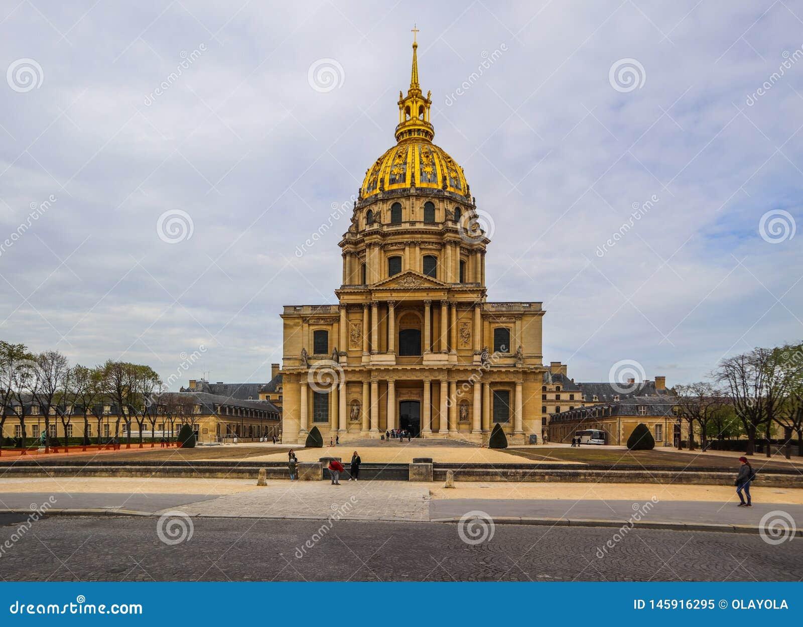 Церковь купола усыпальницы Les Invalides и Napoleon's в Париже Франции r