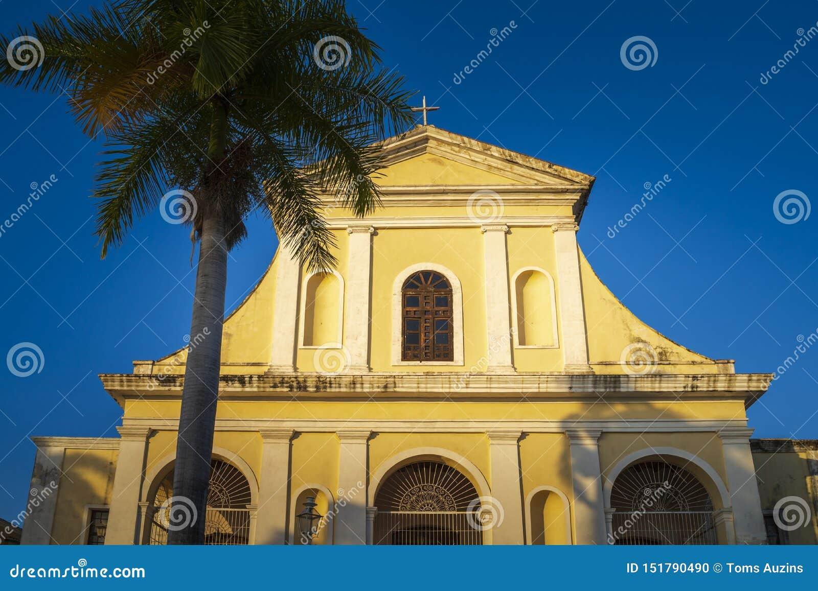 Церковь святой троицы в площади главной в Тринидаде