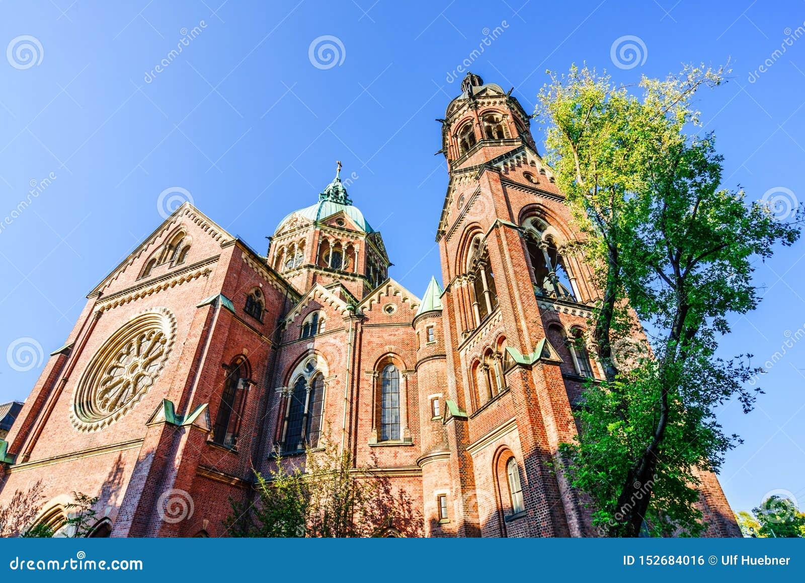 Церковь St Lukas на Mariannenplatz в Мюнхене, Германии