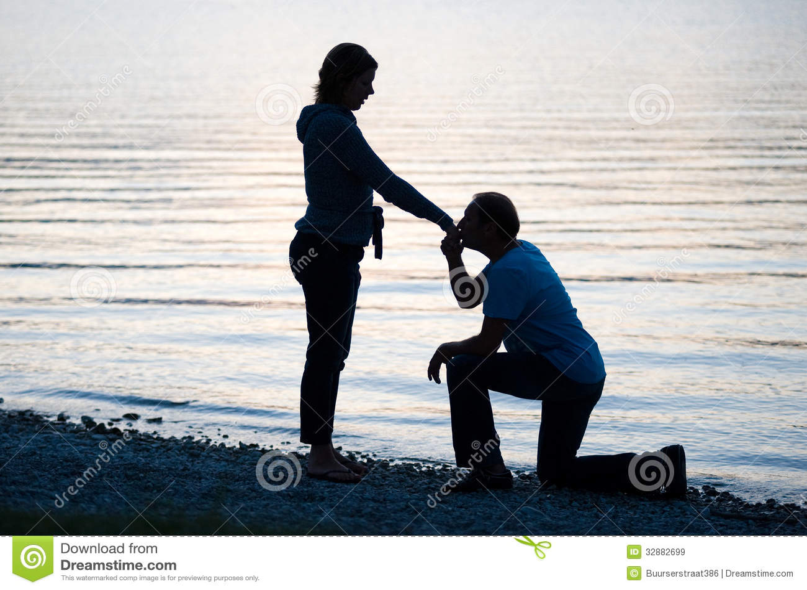 Фото подруга целует ноги подруге 3 фотография