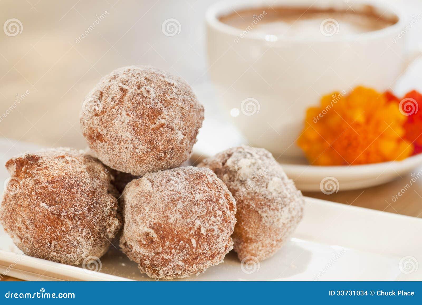 Циннамон и золотые beignets изюминки
