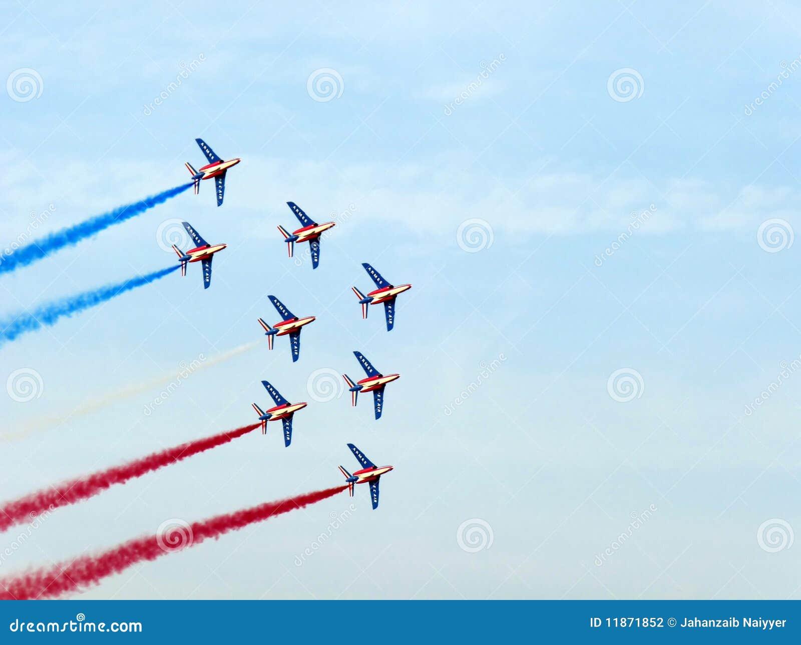 циркаческая выставка Дубай авиационного парада
