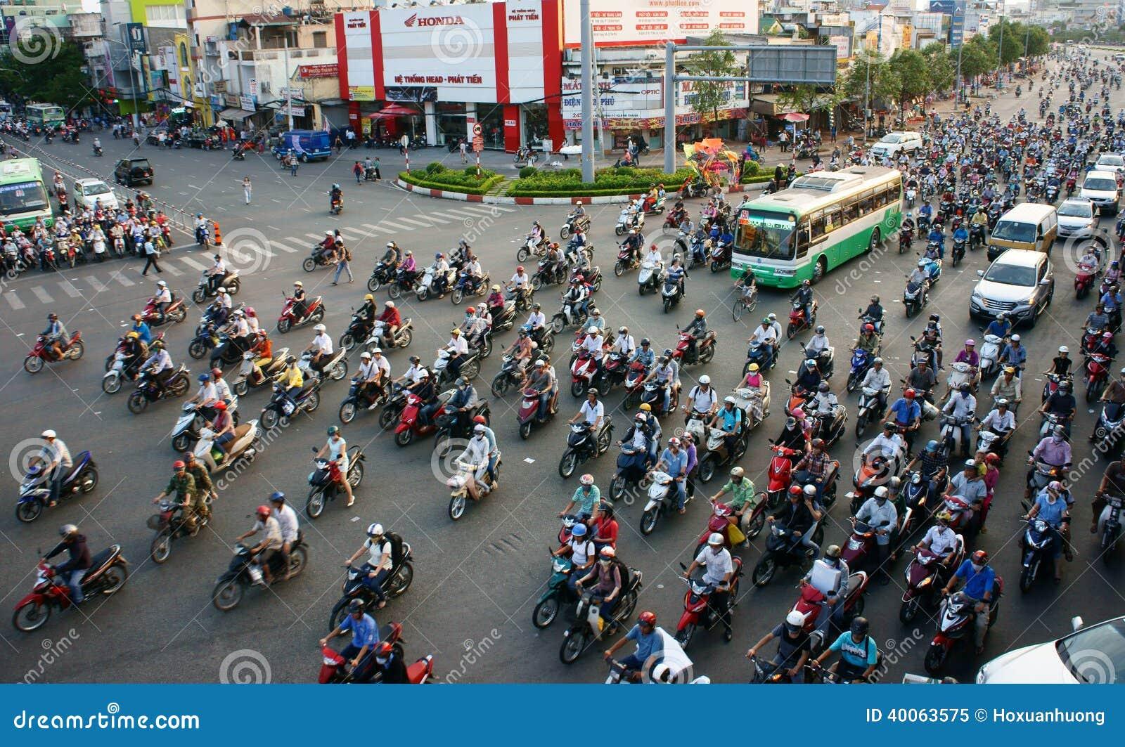 Циркуляция мотоцилк на городе Азии