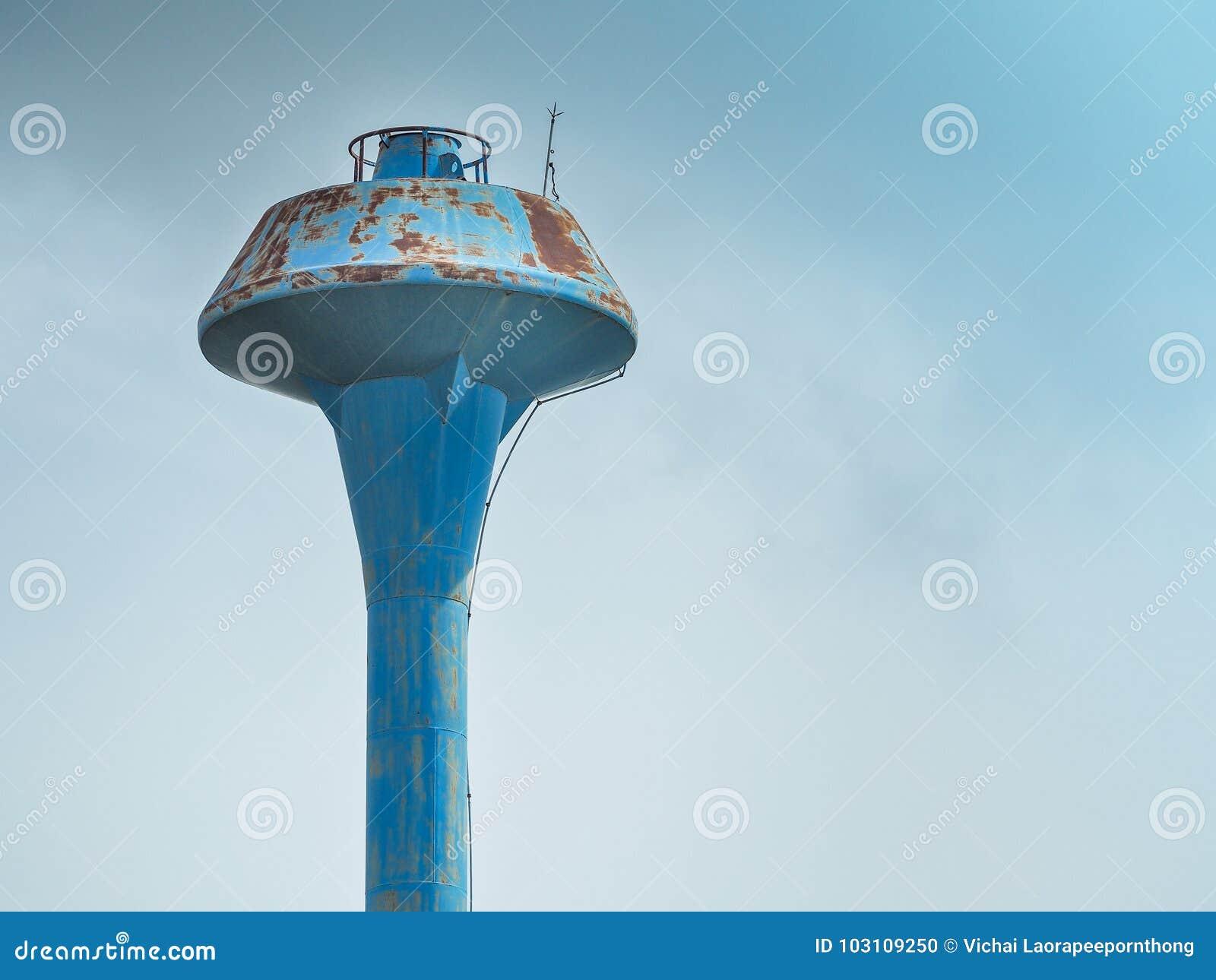 Цистерна с водой водонапорной башни