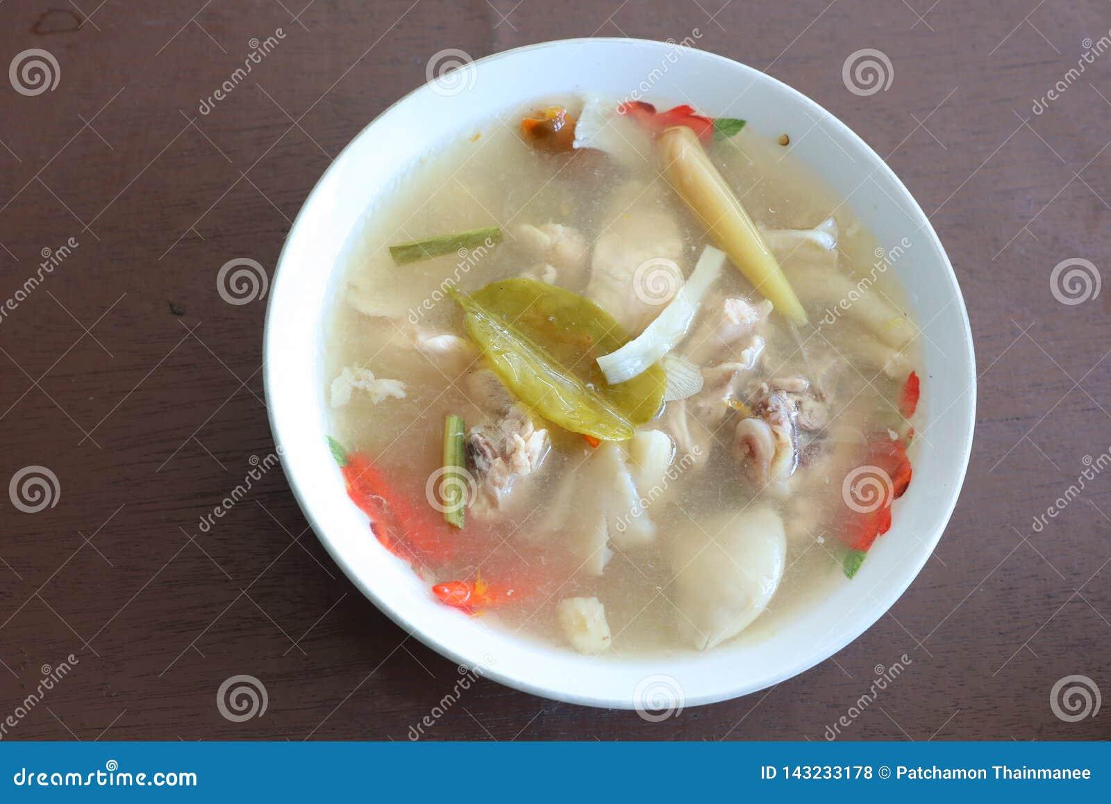 Цыпленок Том Yum с Тайской кухней гриба