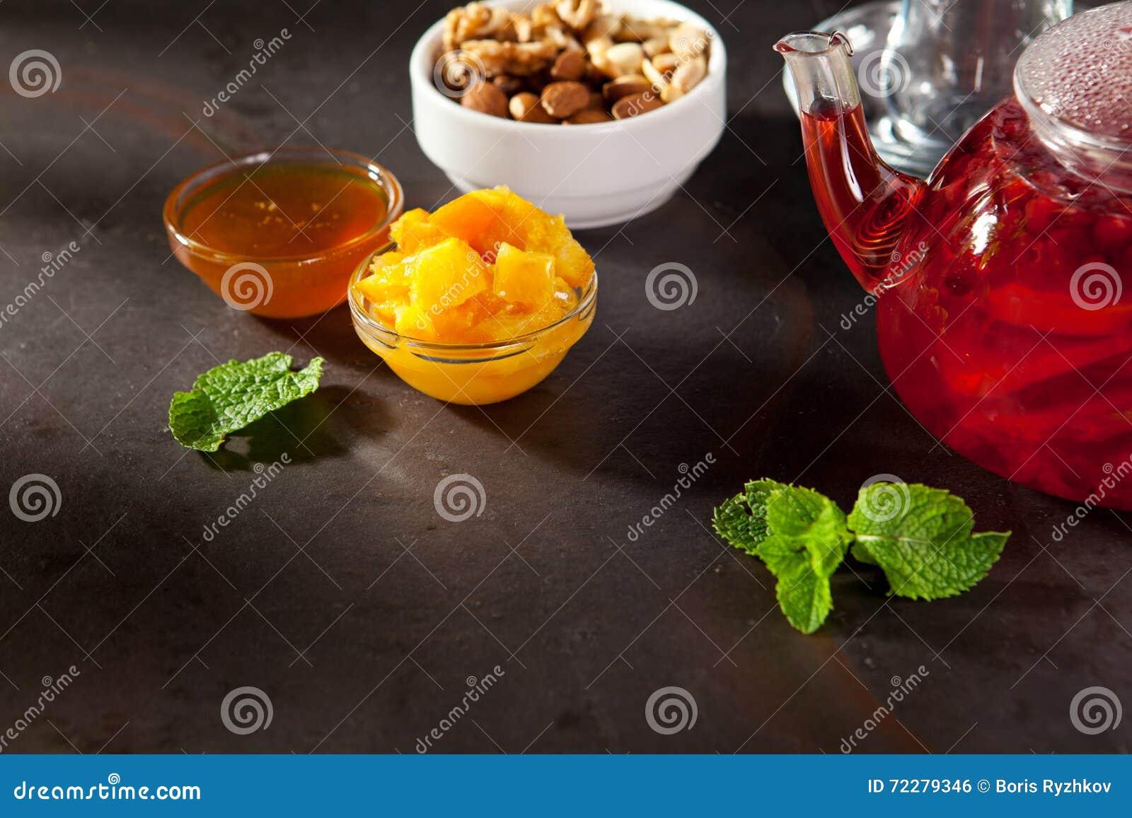 Download Чай приправленный ягодой стоковое фото. изображение насчитывающей травяной - 72279346