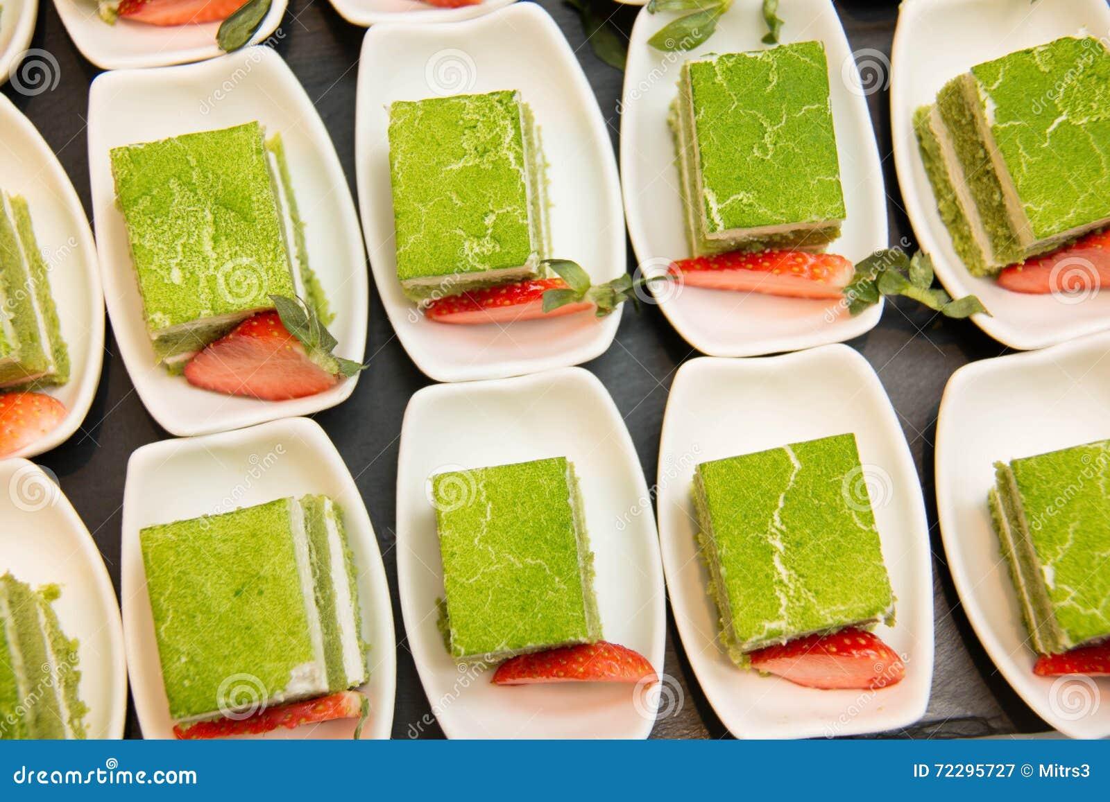 Download чай торта зеленый стоковое изображение. изображение насчитывающей украшение - 72295727
