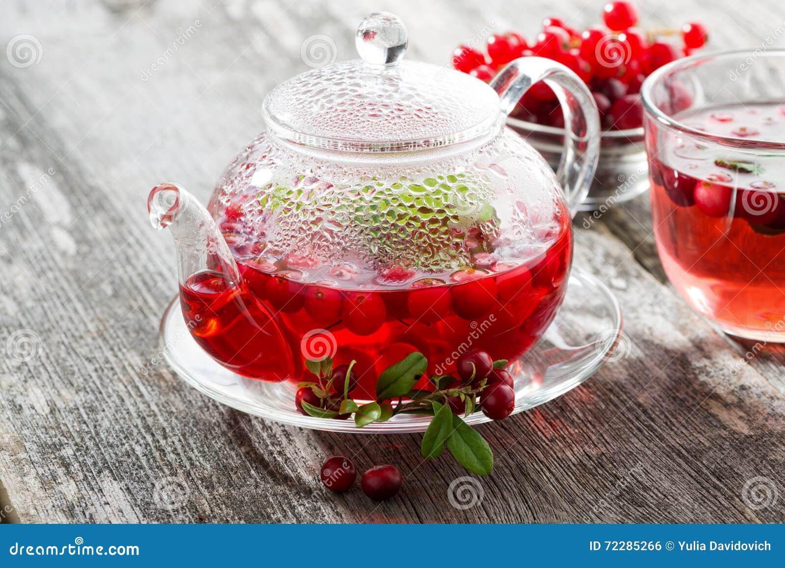 Download Чай ягоды на деревянном столе Стоковое Фото - изображение насчитывающей смородина, breadcrumbs: 72285266