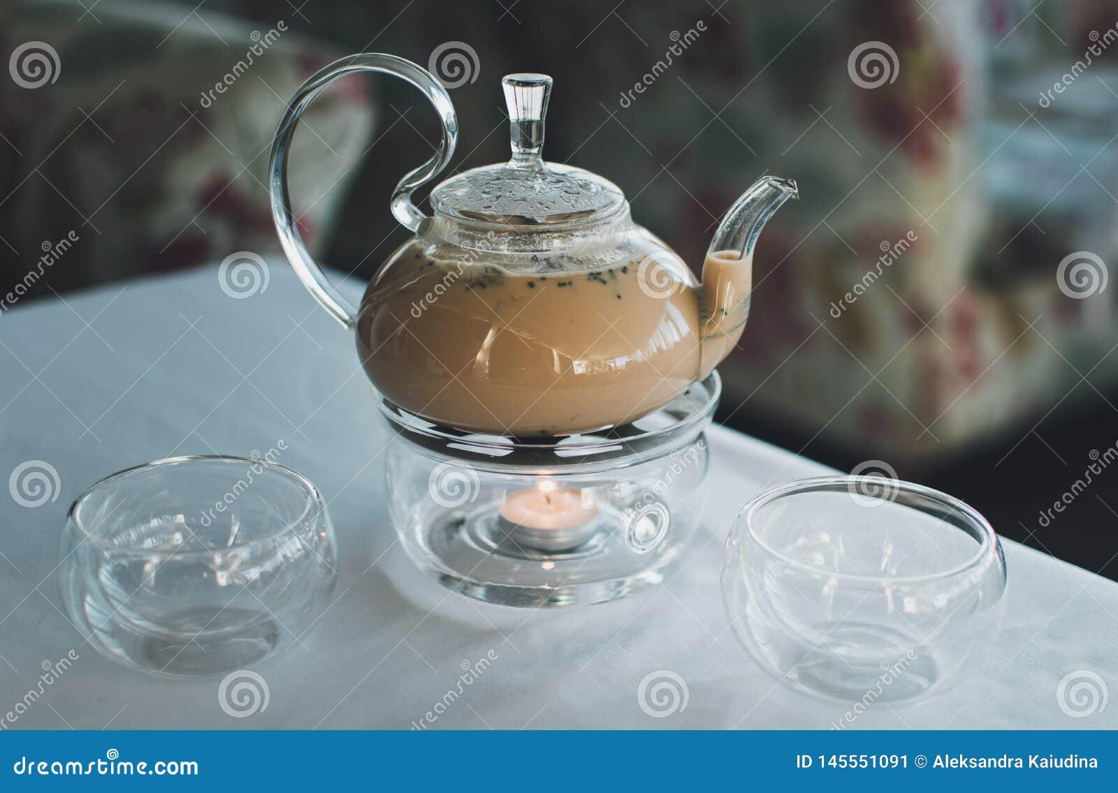 Чай Masala в прозрачном чайнике