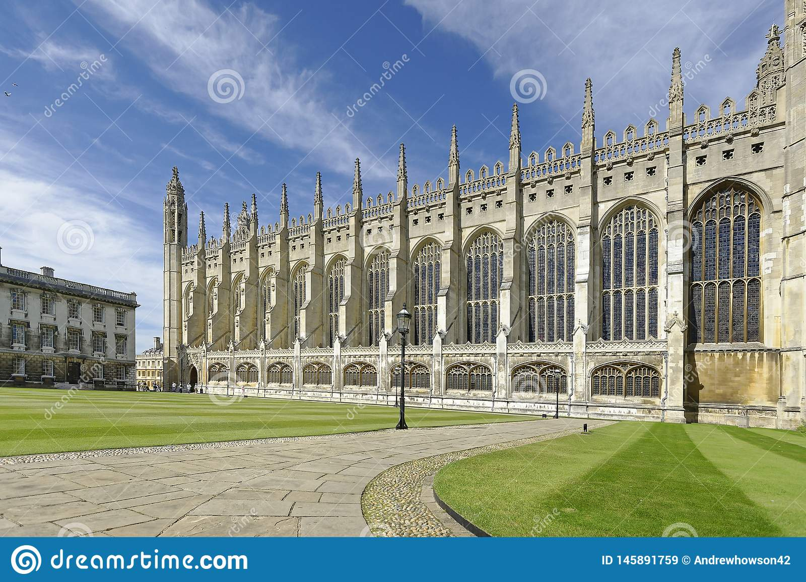 Часовня Кембридж королей Коллежа внешний набор против неба лета голубого
