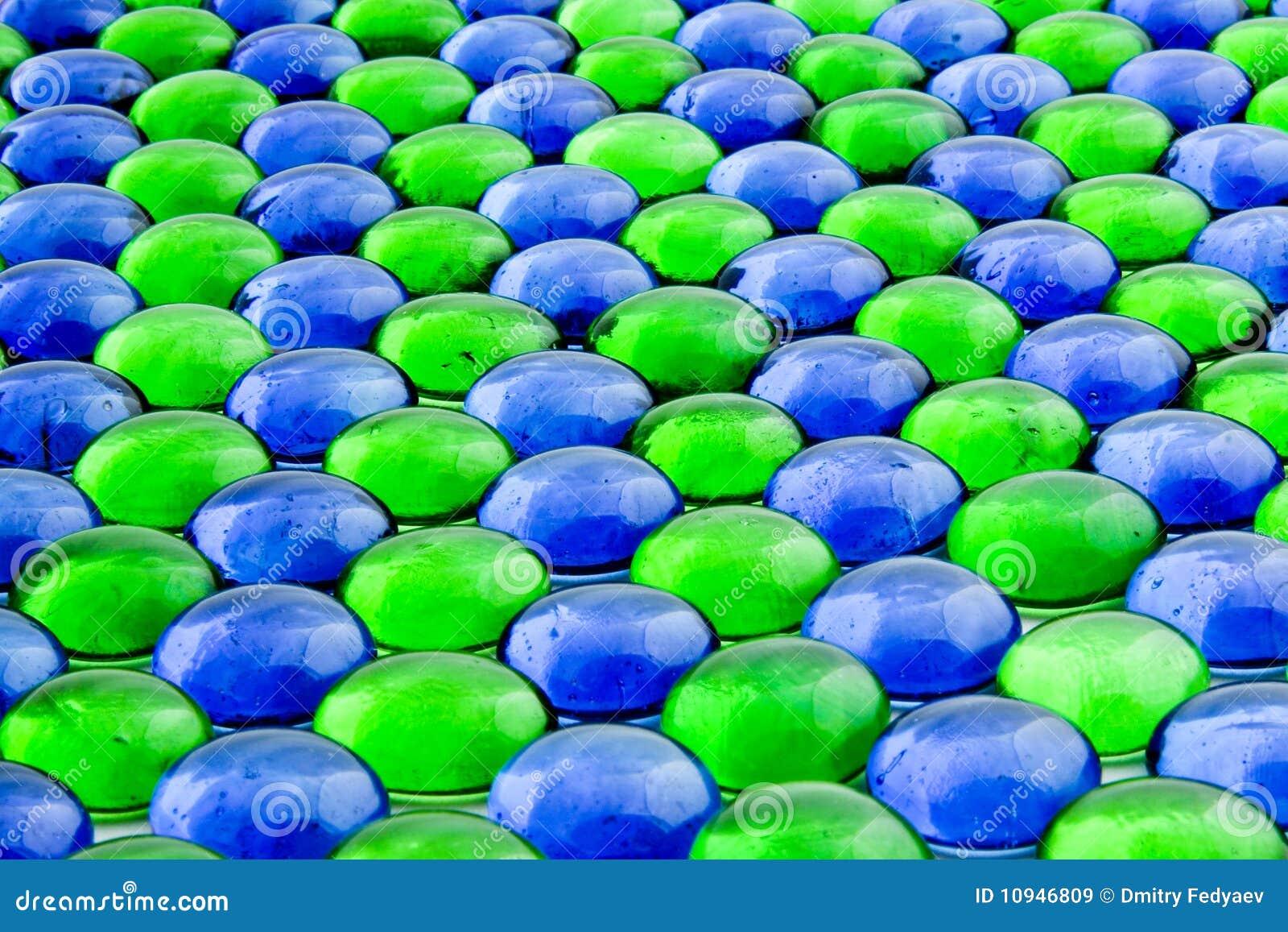 части синего стекла зеленые